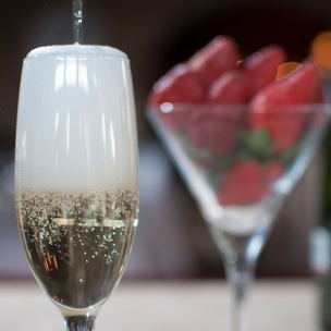 http://www.karismaonlinestore.com/25-565-thickbox_default/sparkling-wine-strawberries.jpg