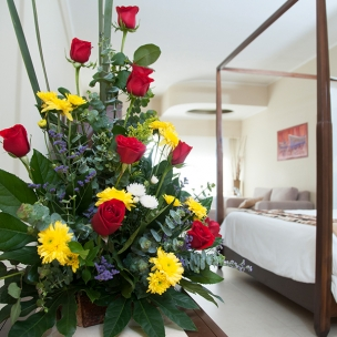 http://www.karismaonlinestore.com/46-537-thickbox_default/flower-arrangement.jpg